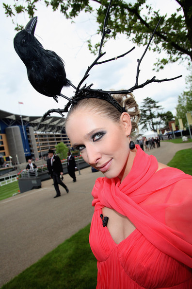 royal_ascot_hats_parade02